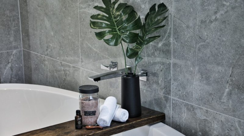 """Zoom tendance déco : la salle de bain """"jungle"""" et comment la recréer chez soi"""